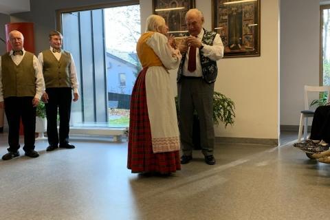 Šv. Klaros globos namų pirmininkui įteikta dovana