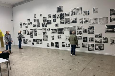 Senojo Kauno nuotraukos, kurios iškabintos ant sienos