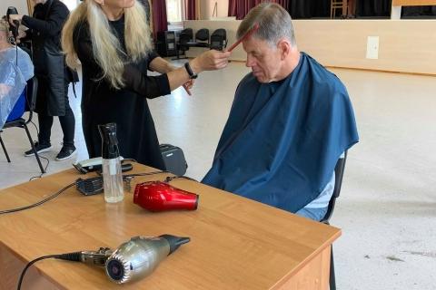 Kirpėja - meistrė šukuoja LASS narį