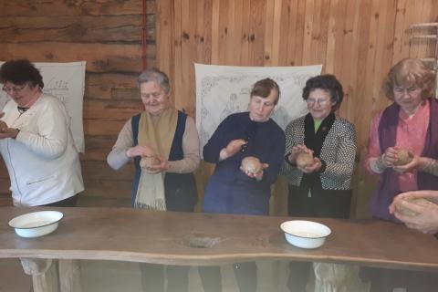 Narės formuoja duonos kepalėlius