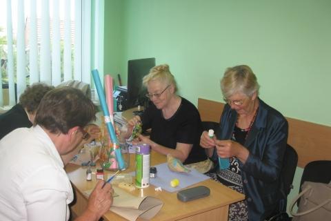 LASS Kaišiadorių rajono filialo neregiai rankdarbių būrelio veikloje